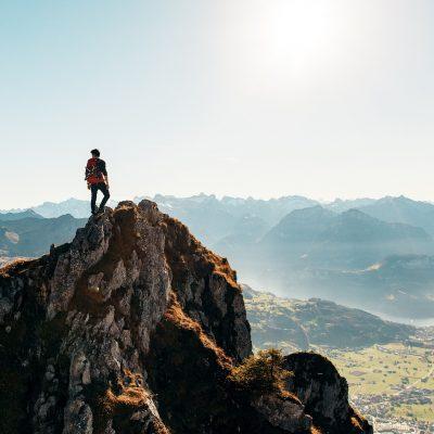 hiking-2618010_1920.jpg